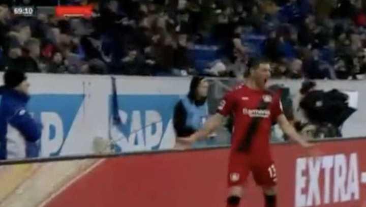 Alario hizo el tercero del Leverkusen