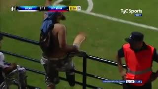 El festejo del hincha de Quilmes en el 2-1 a Morón