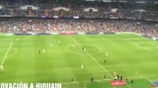La ovación del Bernabéu a Higuaín