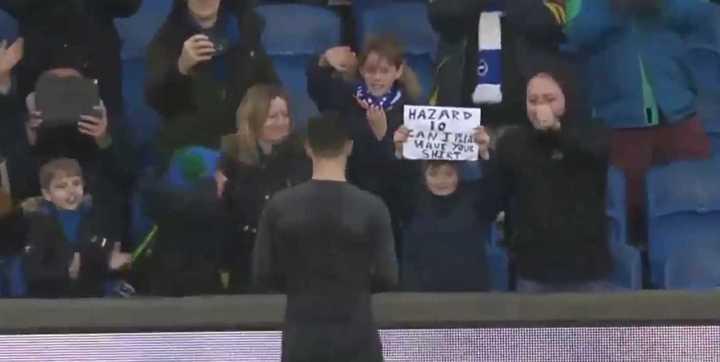 Gran gesto de Hazard con un nene