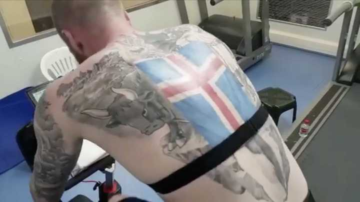 Tremendo tatuaje del capitán de Islandia