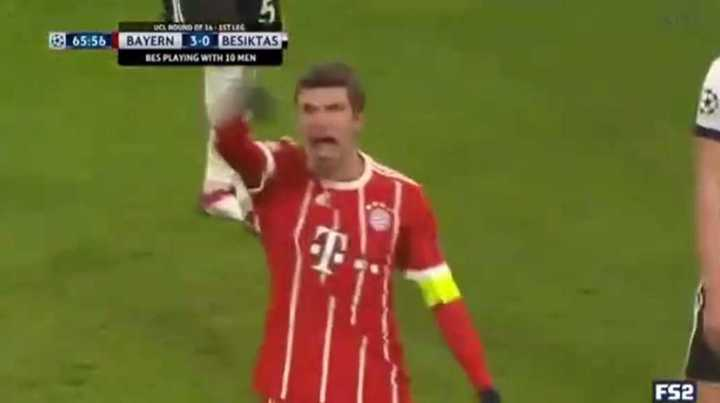 Müller también marcó el tercero