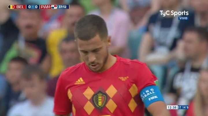 Penedo atajó el remate de Hazard