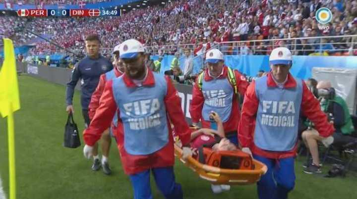 Kvist se lastimó el hombro y se fue en camilla
