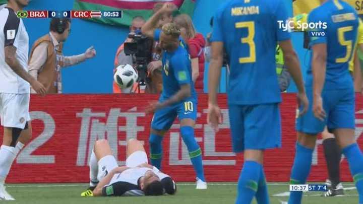 Neymar se calentó y fue amonestado
