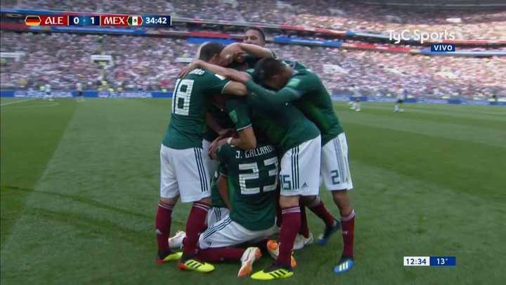 Lozano marcó el primero para México