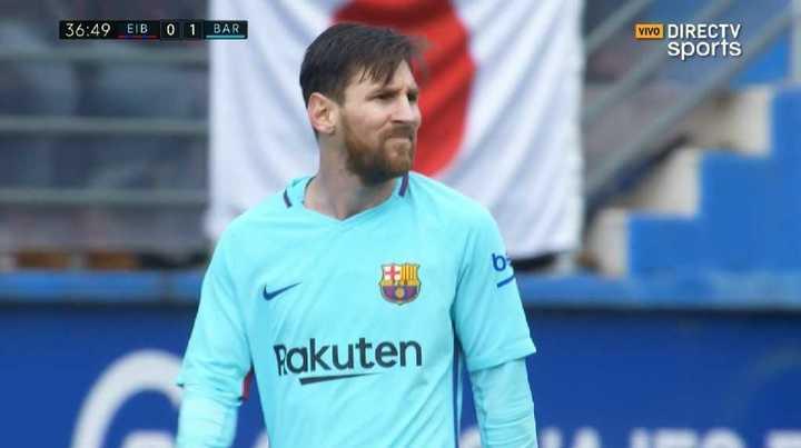 A Messi el palo le dijo que no
