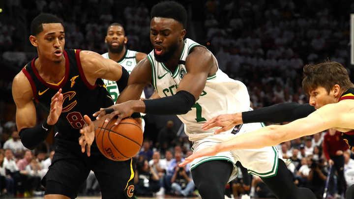 El buen segundo tiempo de Brown acercó a los Celtics