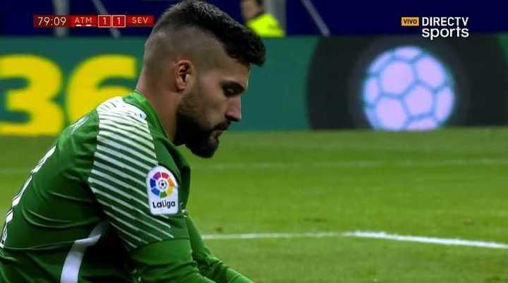 Lucas marcó, en contra, el empate del Sevilla