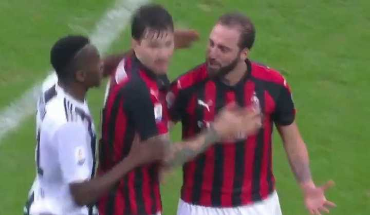 Higuaín vio la roja ante Juventus