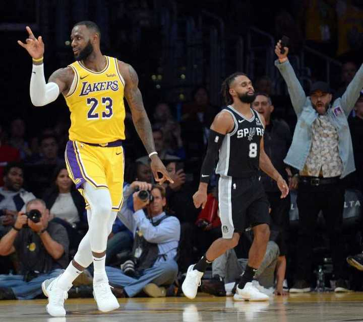 A LeBron se le fue sobre el final la primera victoria con los Lakers
