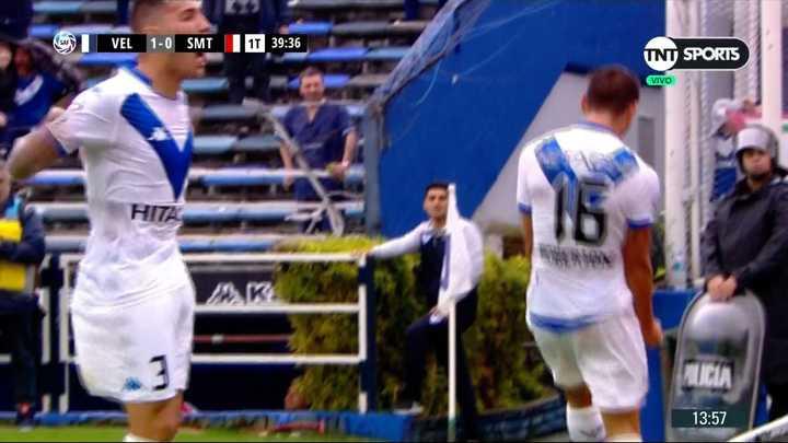 Robertone metió el primero de Vélez