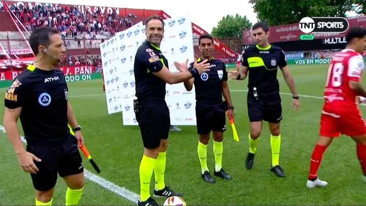 Los capitanes dejaron pagando a los árbitros