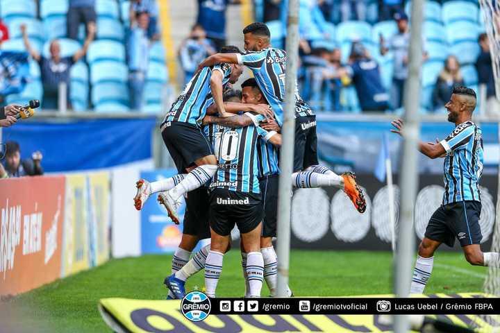 Gremio le ganó 2-0 a Paraná por el Brasileirao