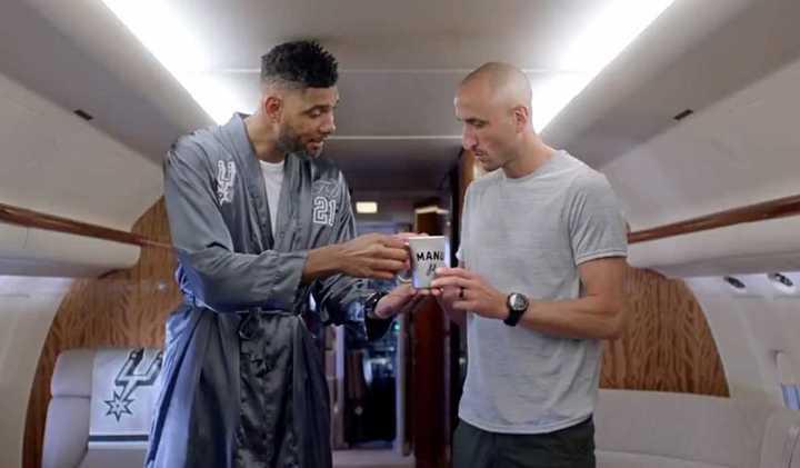 Manu, con leyendas de los Spurs