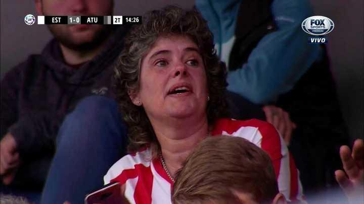 La emoción de la mamá de Estévez tras el gol