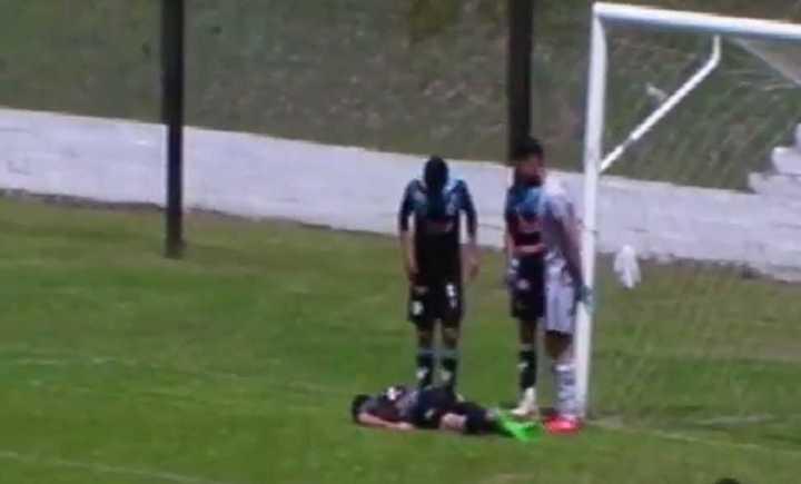 Facundo Romero, de Argentino de Merlo, salvó a su equipo de la derrota ante Liniers