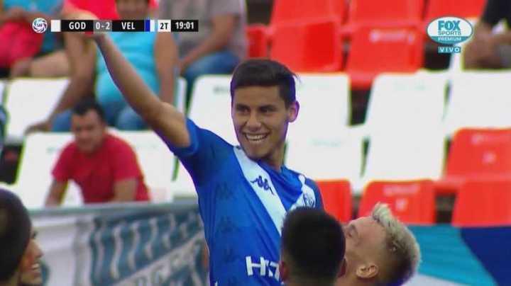 Robertone marcó de tiro libre el segundo de Vélez