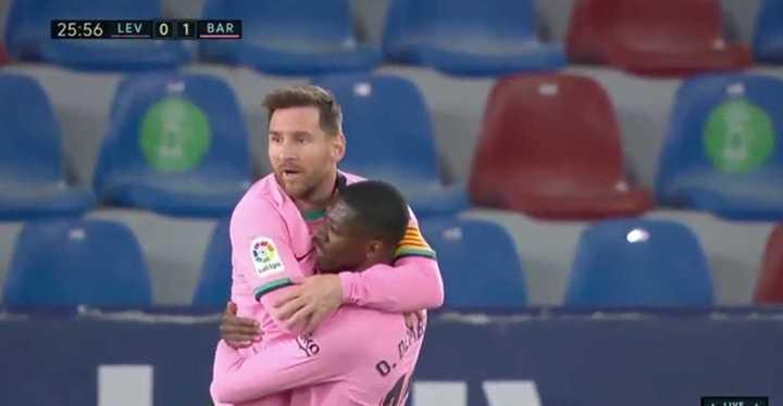 Golazo de Messi para el primero de Barcelona