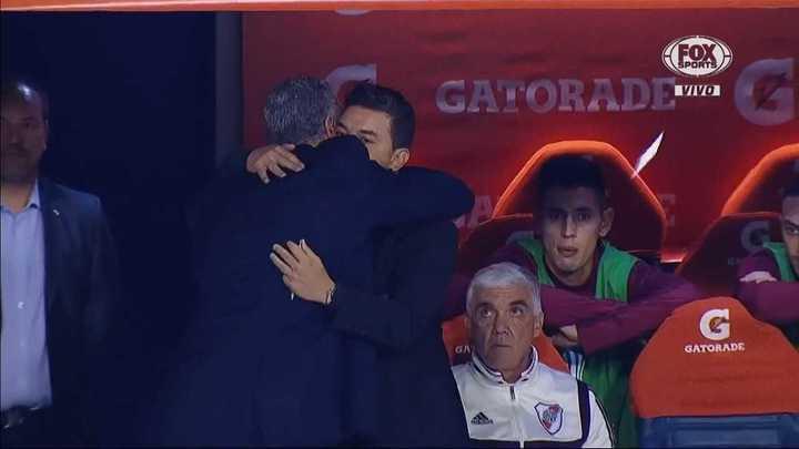 El abrazo entre Alfaro y Gallardo