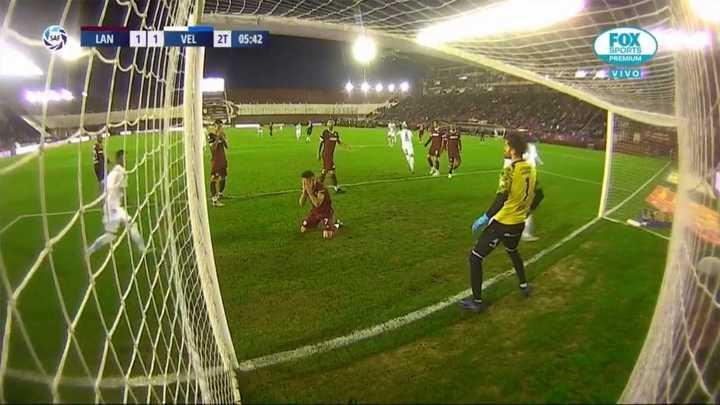 Vélez llegó al empate tras un gol de Acosta en contra