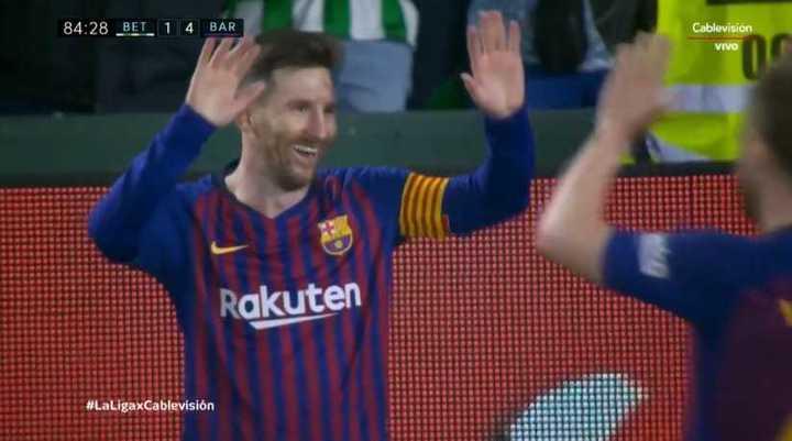 Triplete y golazo para Messi