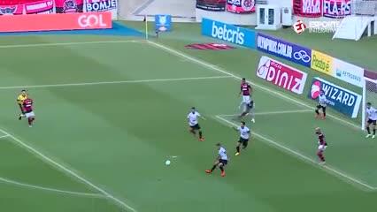 El increíble gol que se comió Bruno Henrique