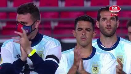 Los jugadores de Estudiantes y San Lorenzo homenajearon a Maradona