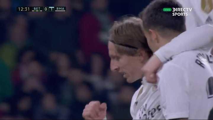 Golazo de Modric para el Madrid