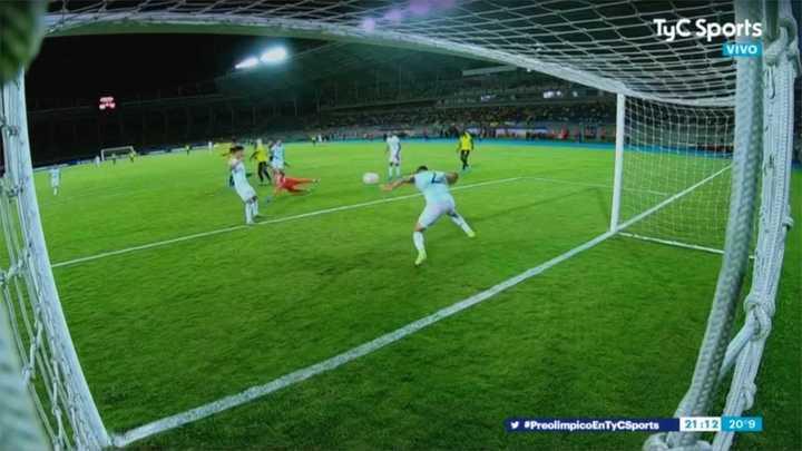 Nehuen Pérez salvó a la Argentina del gol de Ecuador en la línea