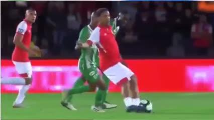 Ronaldinho la rompió en su despedida