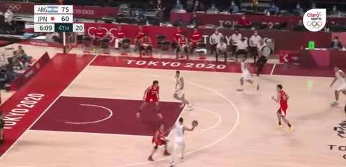 Jugadón del básquet: Deck y Scola al piso, triple de Campazzo