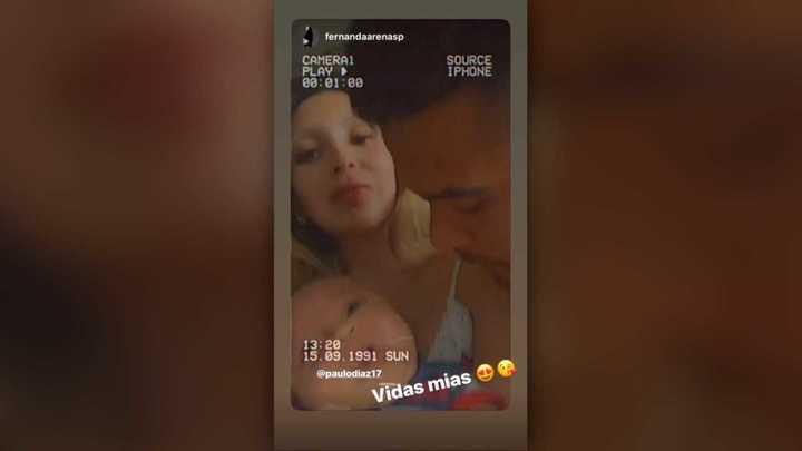 Paulo Díaz con su bebé y su mujer