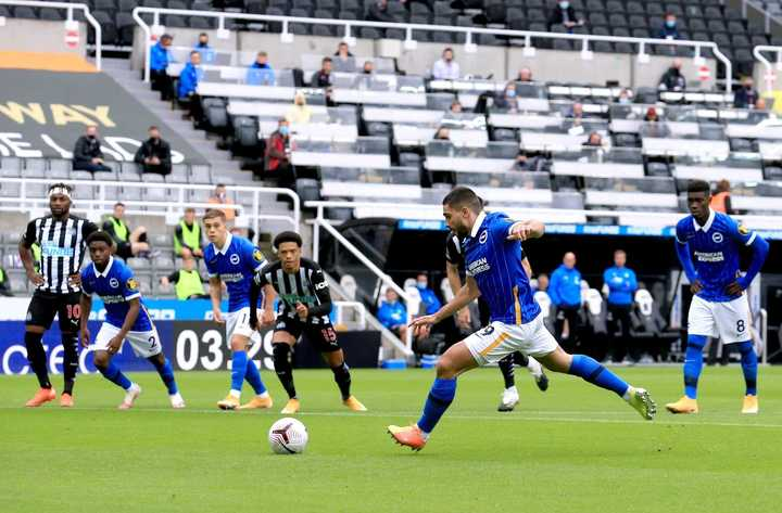 Maupay, de penal, y el 1-0 del Brighton sobre Newcastle
