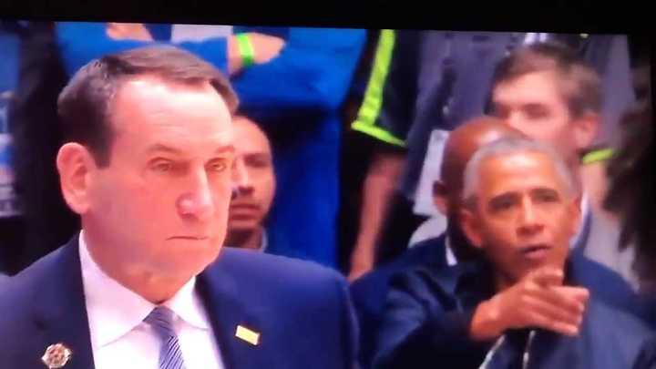 Barack Obama estuvo presente en un encuentro de básquet universitario