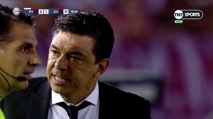 Se calentó Gallardo porque le anularon un gol a River