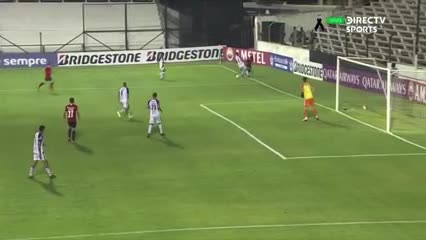 Independiente puso el tercero al cierre del primer tiempo