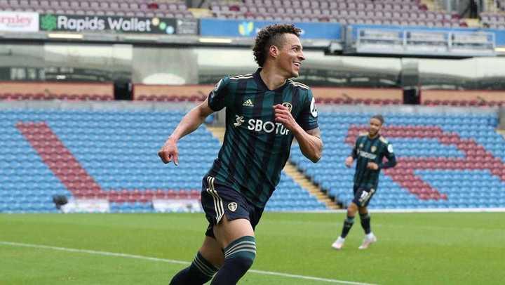 Gran definición de Rodrigo para el 3-0 del Leeds vs Burnley