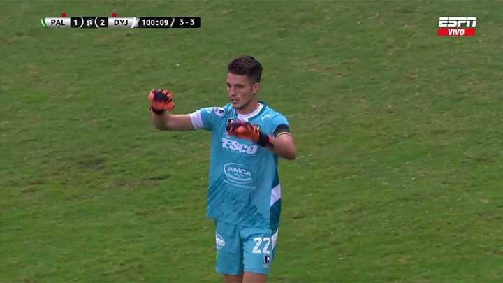 Usain le atajó un penal al Palmeiras