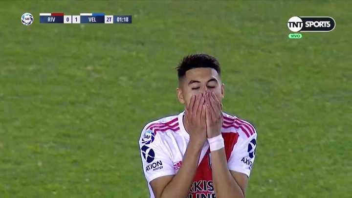 Lucas Hoyos atajó el cabezazo de Borré
