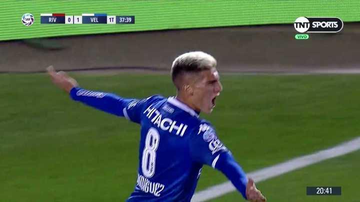 Nico Domínguez marcó el primero de Vélez