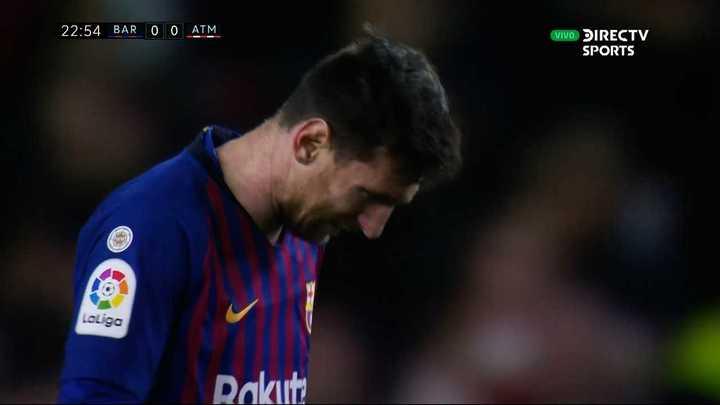 El tiro libre de Messi se fue por arriba