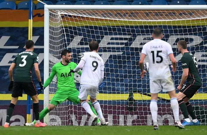 Bamford puso el 2-1 para Leeds frente a los Spurs