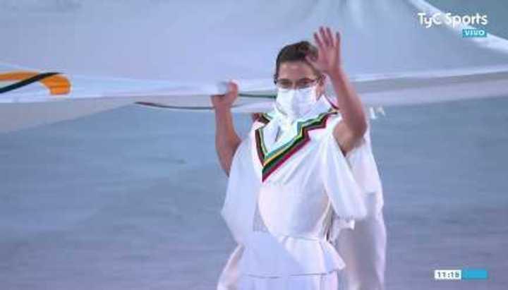 Paula Pareto entró con la bandera olímpica