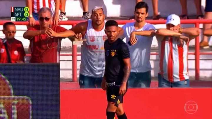 Escupieron a un jugador en Brasil y la historia terminó de manera increíble