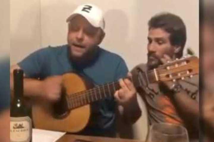 Pájaro Lietti le canta el tema a Ponzio
