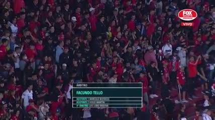 Los hinchas de Colón cantando en la previa del partido