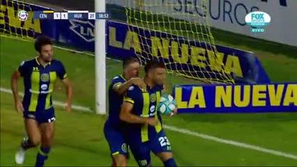 Ribas ganó de cabeza y la pelota rebotó en Silva