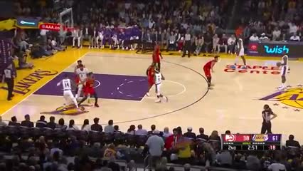 Show de LeBron ante la mirada de Kobe