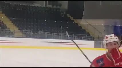 Los hinchas del Eintracht se fueron a ver hockey sobre hielo